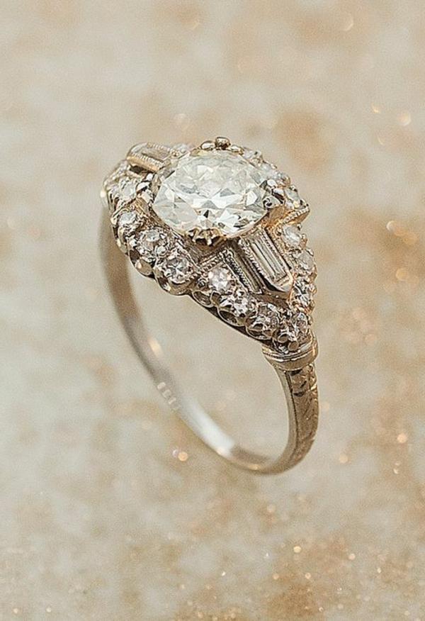 faszinierender-Verlobungsring-aus.-Gold