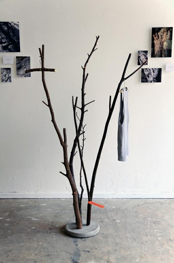 faszinierendes-Design-aus-Naturholz-Kleiderständer