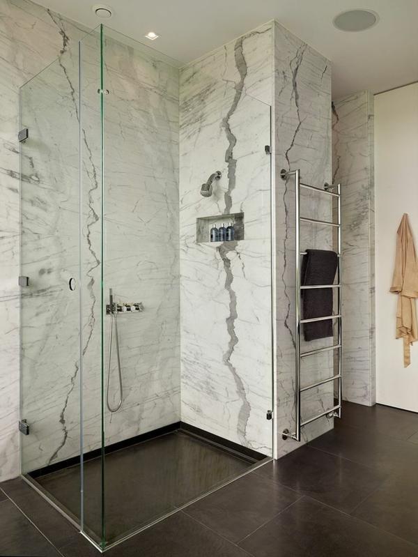 faszinierendes-Design-im-Badezimmer-mit-Heizkörper