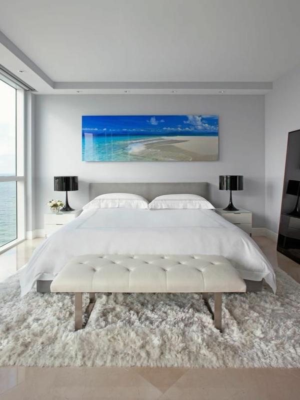 feng-shui-schlafzimmer-einrichten-bett-in-weiß