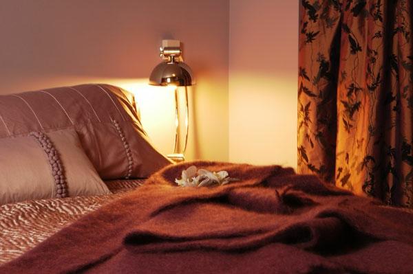 feng-shui-schlafzimmer-einrichten-romantische-beleuchtung