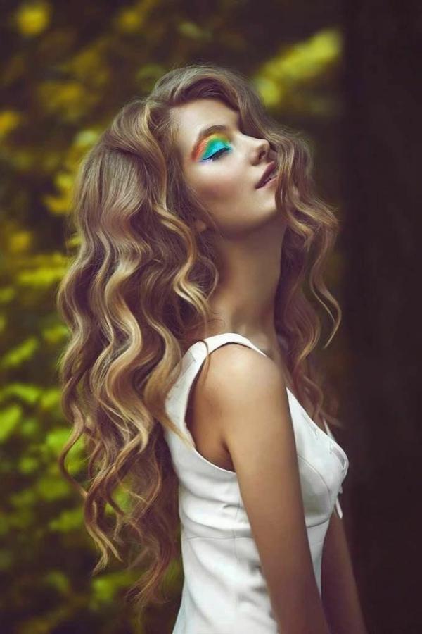 frisuren-für-lange-haare-schöne-locken