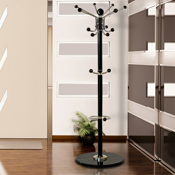 garderobenstaender-in-schwarzer-farbe