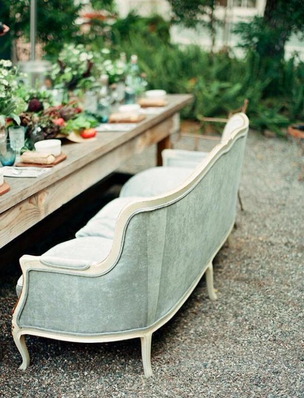 gartenbank-mit-tisch-ein-sofa-in-weiß-super cooles und modernes foto