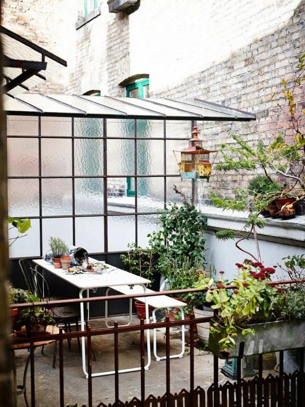 gartenbank-mit-tisch-modern-wirken - sehr cooles und schönes bild