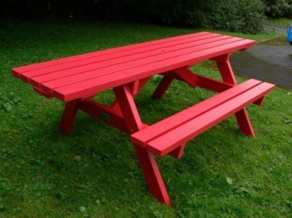 gartenbank-mit-tisch-rote-farbe - sehr cooles und schönes bild