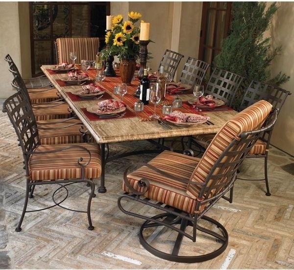 gartenbank-mit-tisch-schöne-stühle- interessant und kreativ gestaltet - sehr schön