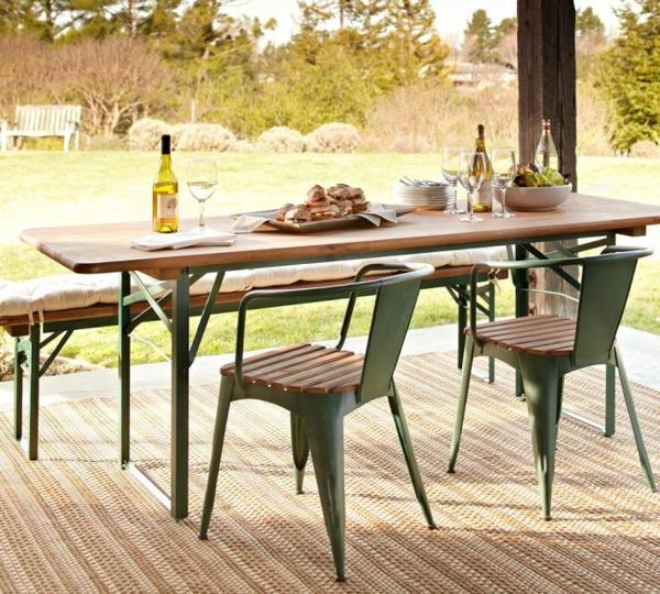 gartenbank-mit-tisch-und-stühle- interessant und kreativ gestaltet - sehr schön