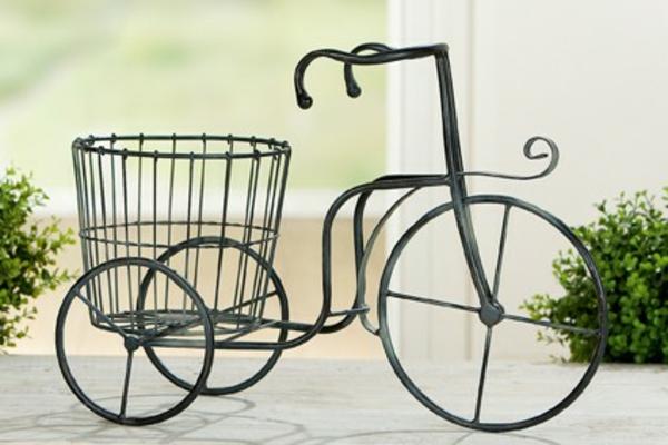 gartendeko-aus-metall-ein-retro-fahrrad-mit-einem-super-schicken-look