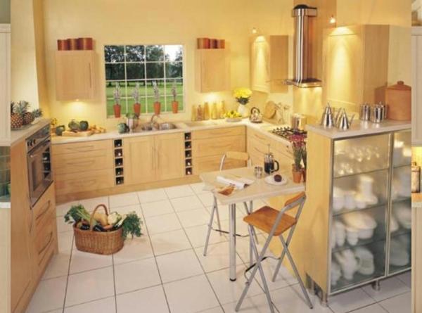 gelbe-küchen-wandfarbe-und-gemütliches-ambiente