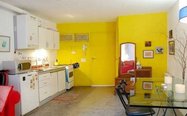 Gelbe Küchen Wandfarbe Und Weiße Schränke