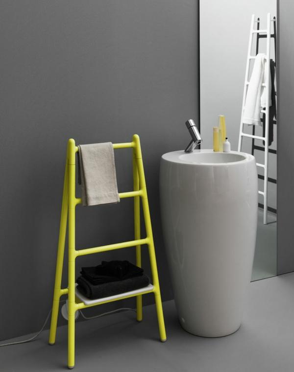 gelber-Heizkörper-Handtuchhalter-im-Badezimmer