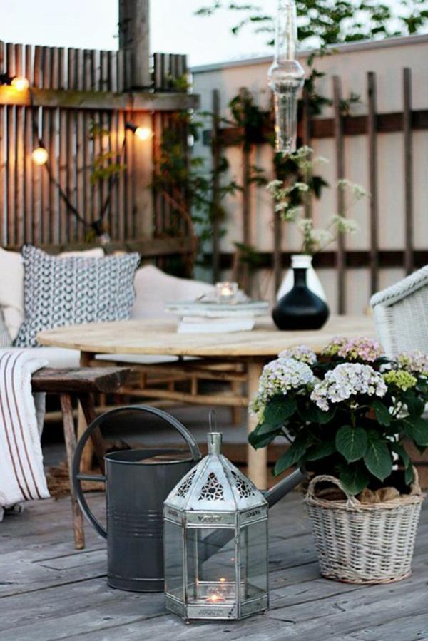 gemütliche-Terrasse-mit-Möbeln-einrichten