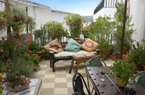 gemütliche--Terrasse-mit-Möbeln-einrichten