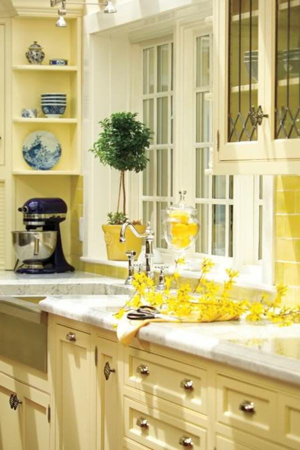 gemütliche-küche-in-gelber-farbe