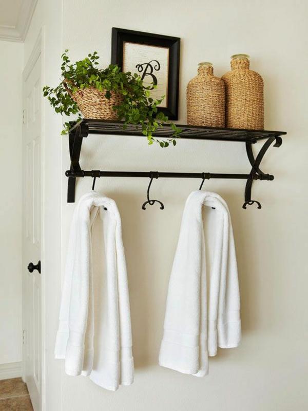 gemütliches-Bad-mit-schönen-Elementen-für-Dekoration