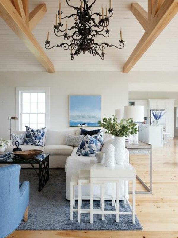 gestaltungsmöglichkeiten-für-wohnzimmer-hohe-decke-und-schöne-möbel