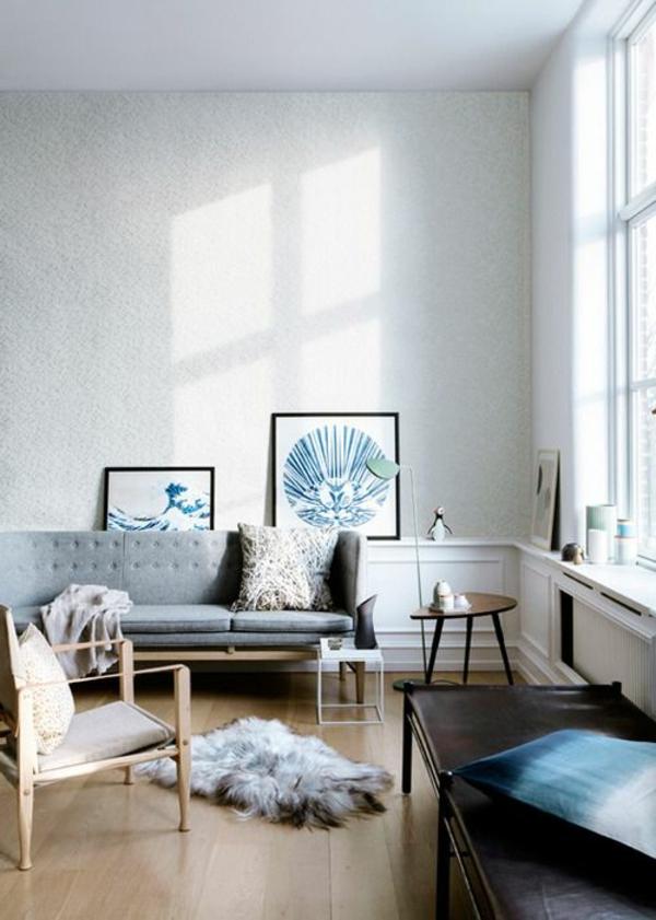 gestaltungsmöglichkeiten-für-wohnzimmer-hohe-decke-und-weiße-wände