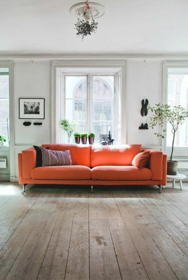 gestaltungsmöglichkeiten-für-wohnzimmer-orange-sofa