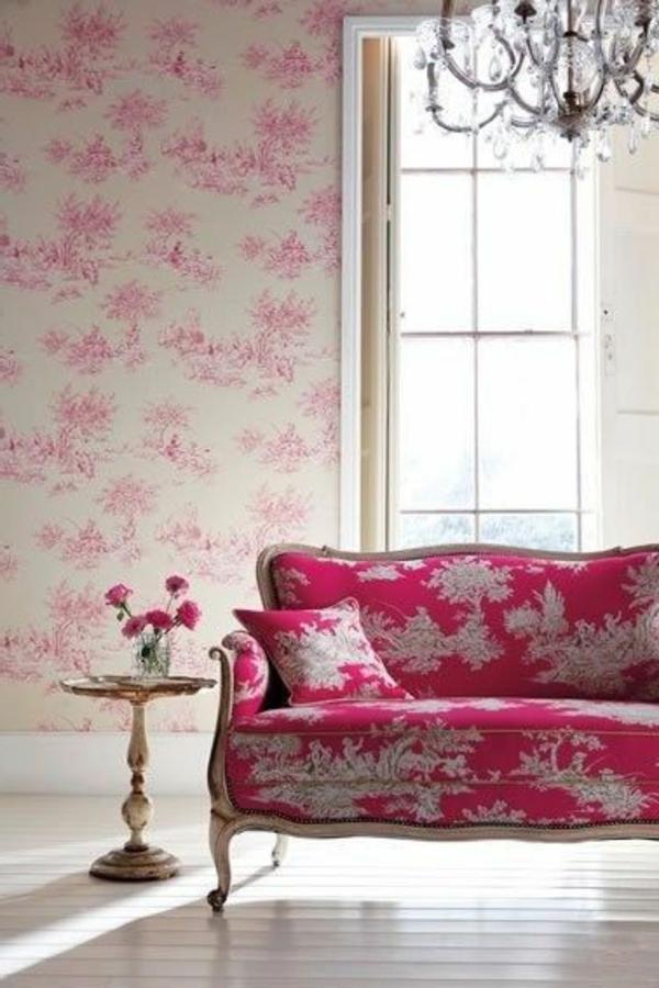 gestaltungsmöglichkeiten-für-wohnzimmer-rosige-tapeten