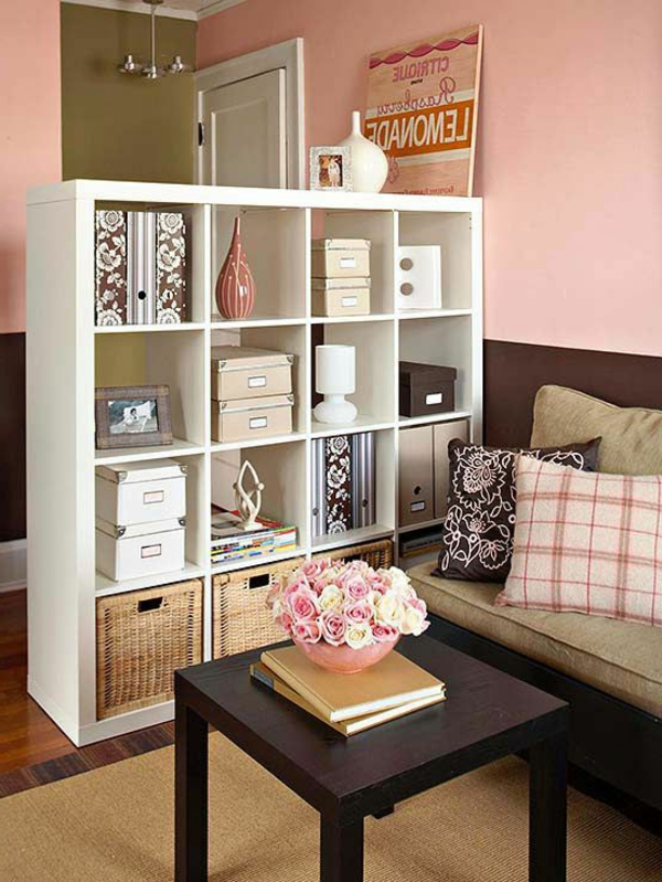 gestaltungsmöglichkeiten-für-wohnzimmer-weiße-regale