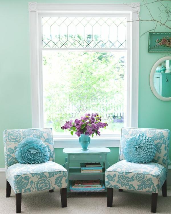 gestaltungsmöglichkeiten-für-wohnzimmer-zwei-blaue-sessel