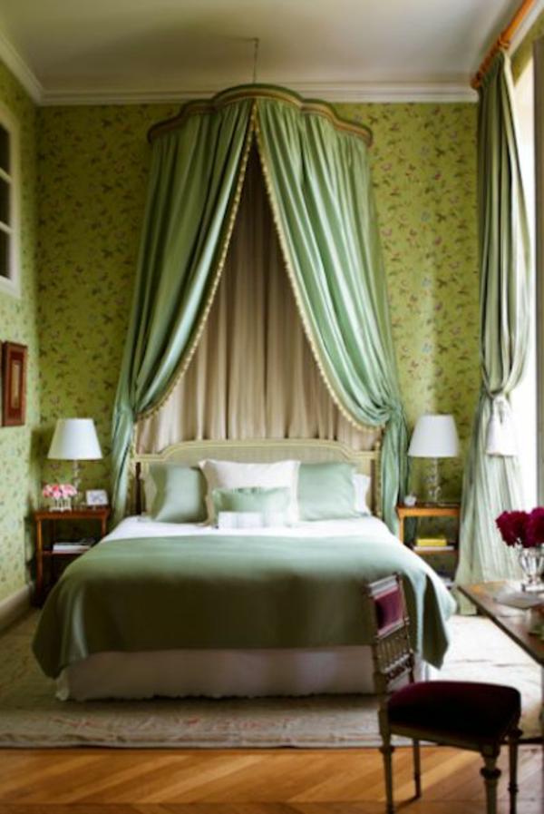 grüne-wandgestaltung-für-schlafzimmer-aristokratischer-look