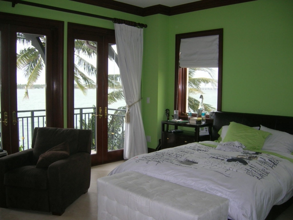 Grune Wandfarbe Kombinieren : interessantes schlafzimmer mit grünen wänden und weißen gardinen
