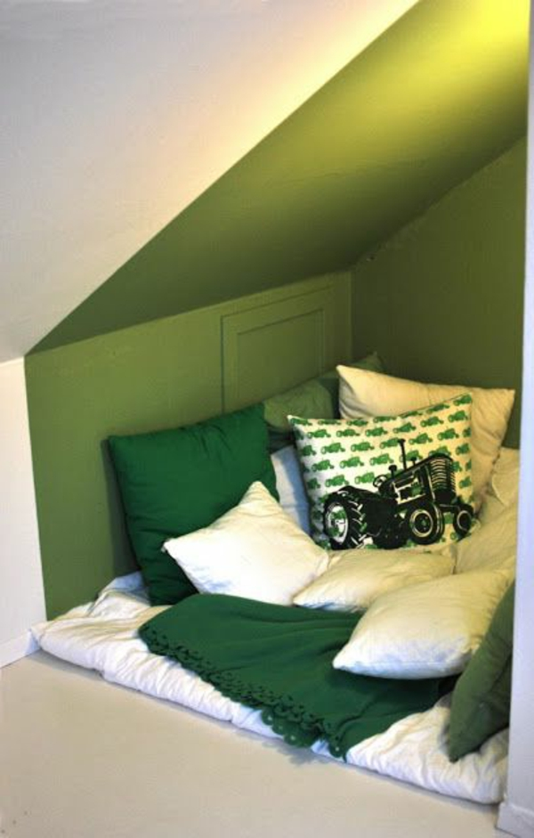grüne-wandgestaltung-für-schlafzimmer-interessanter-look
