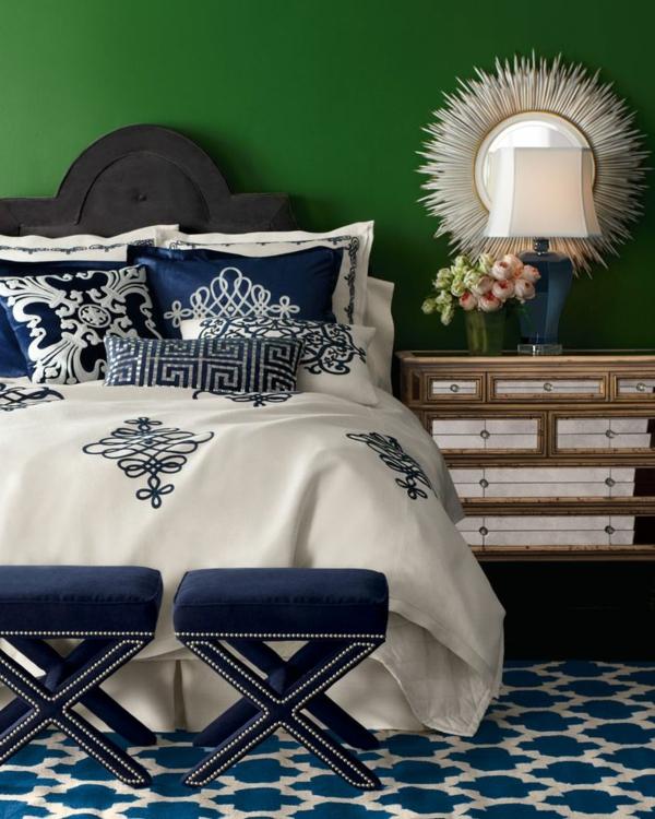 grüne-wandgestaltung-für-schlafzimmer-runder-spiegeö