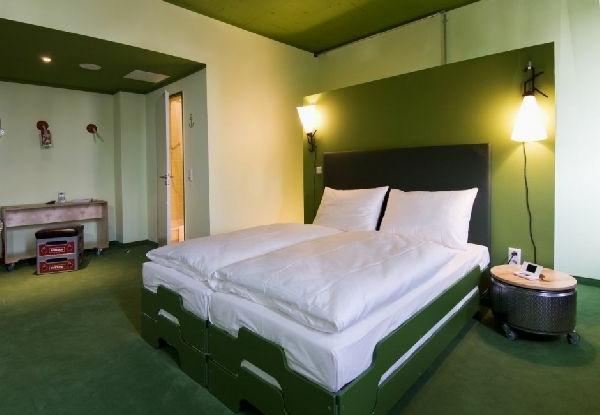 grüne-wandgestaltung-für-schlafzimmer-schickes-aussehen