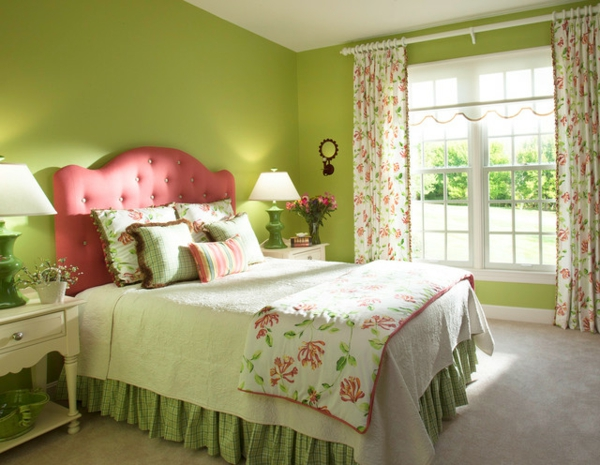 grüne-wandgestaltung-für-schlafzimmer-traditionelle-ausstattung