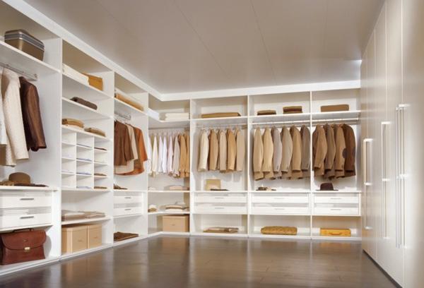 großer-moderner- begehbarer-Kleiderschrank