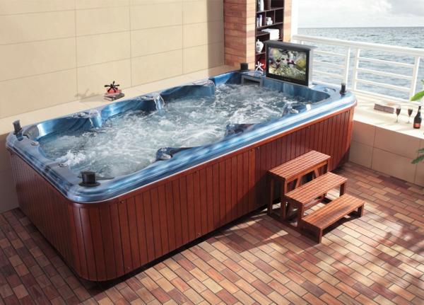 großer-moderner-portabler-whirlpool-im-eleganten-badezimmer-mit-einer-gläsernen-wand