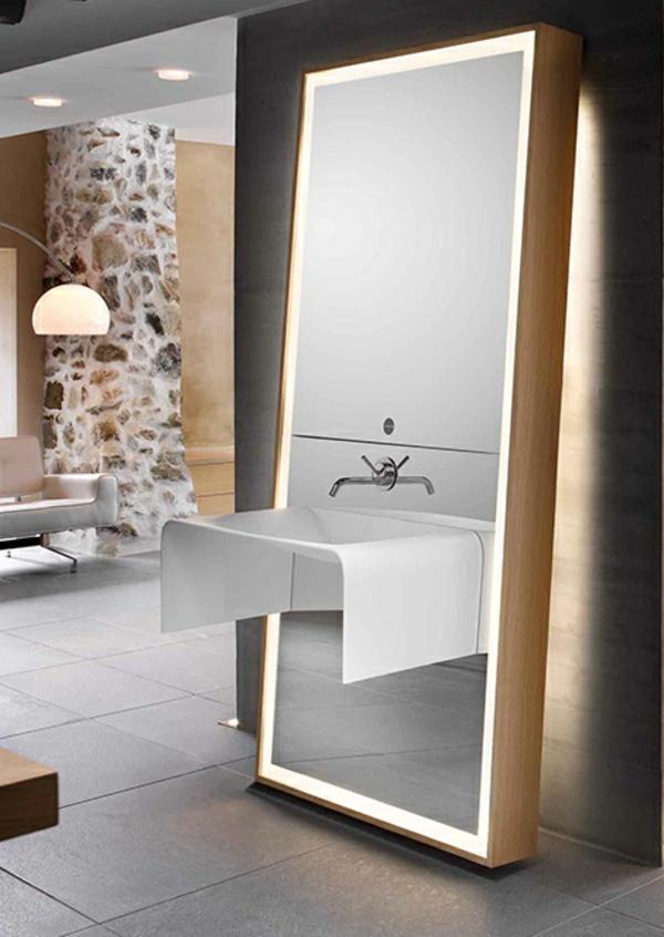 großer-spiegel-im-modernen-badezimmer