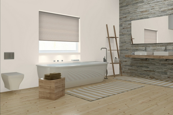 großes-helles-bad-mit-coolen-rollos-für-badfentser
