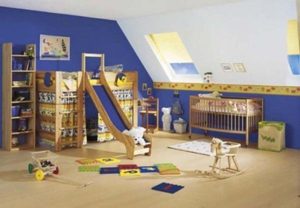 großes-kinderzimmer-mit-hochbett-und-rutsche