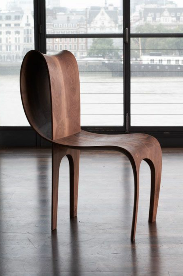 hölzerner-Designstuhl-mit-erstaunlichem-Design
