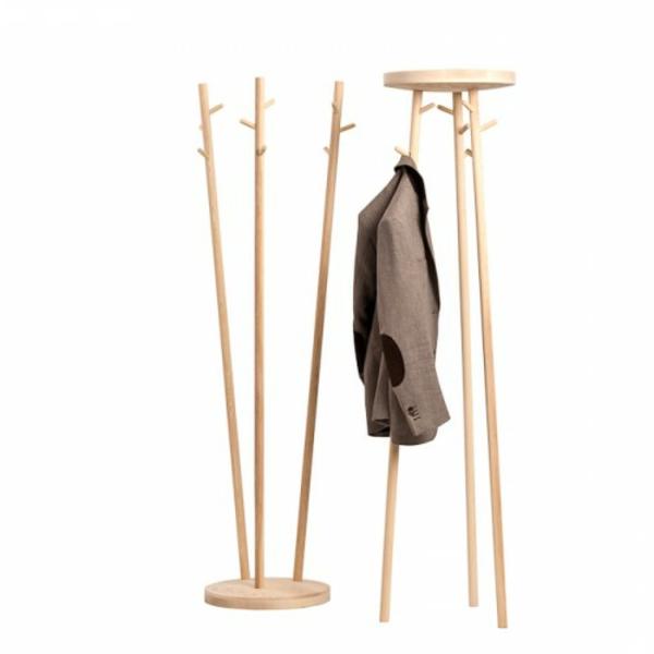hölzerner-kleiderständer-minimalistisches-design