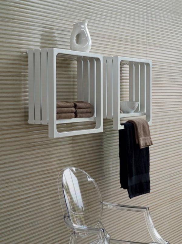 heizender-Handtuchhalter-in-Weiß.-im-Badezimmer