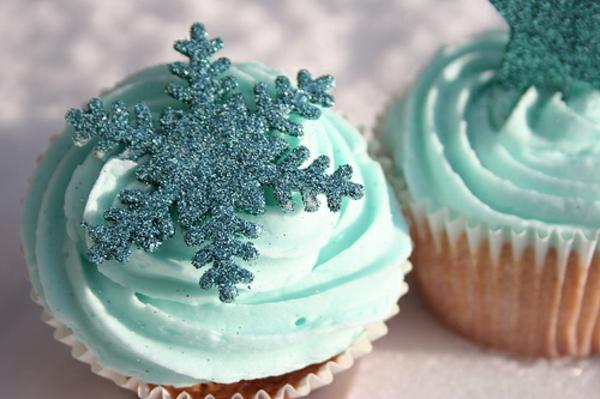hellblaue-Cupcakes-mit-Schneeflocken