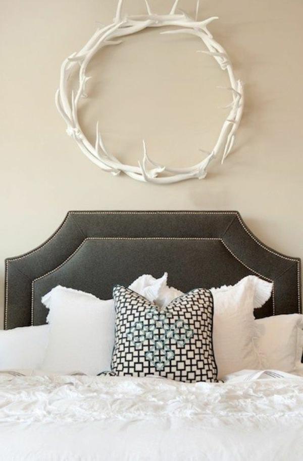helle-Wände-im-Schlafzimmer-für-eine-gemütliche-Atmosphäre