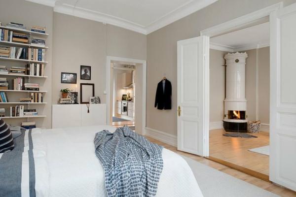 -helle-Wände-im-Schlafzimmer-für-eine--gemütliche-Atmosphäre