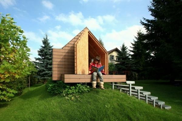 idyllisches-Gartenhaus-mit-Satteldach-für-Kinder