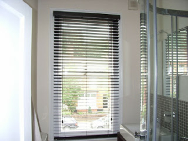 Moderne Rollos 80 designs rollos für badfenster archzine