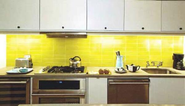 interessante-moderne-gelbe-küchen-wandfarbe