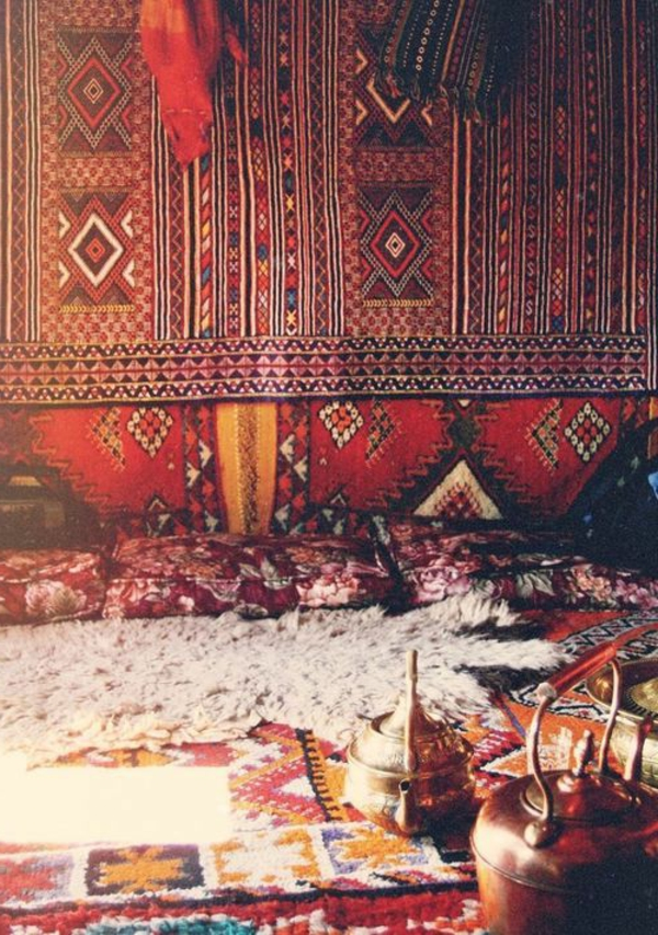 interessanter-teppich-im-marokkanischen-stil