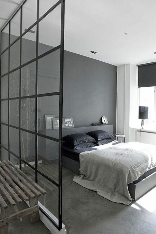 modern schlafzimmer gestalten gl serne trennwand im modernen grauen. Black Bedroom Furniture Sets. Home Design Ideas