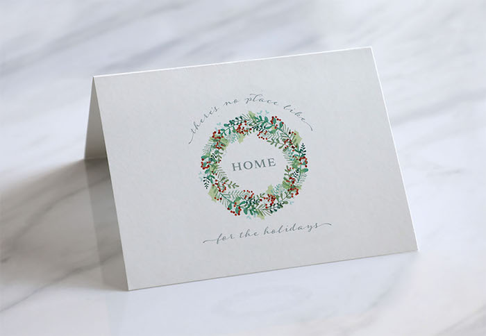 Simples Design für Weihnachtskarten, Weihnachtskranz auf weißem Grund