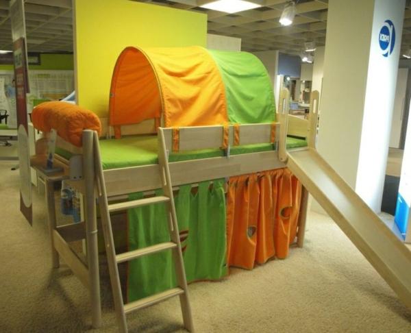 kinderzimmer-mit-hochbett-und-rutsche-frische-farben